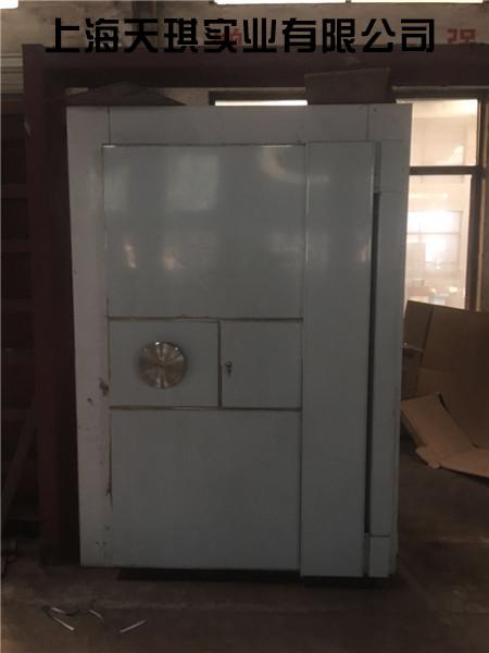 别墅紧急避难室门